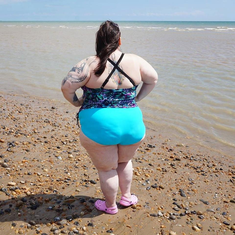 beach body positivity